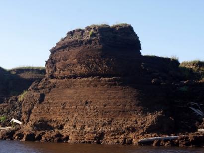 Торфяные обрывы на острове Самойловский