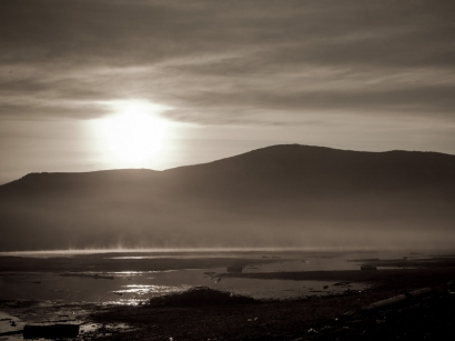 Туман и солнце в монохроме_1