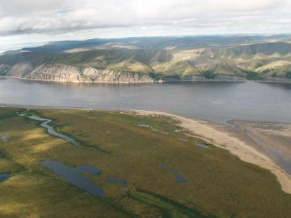 Главное русло Лены и восточный берег острова Тит-Ары