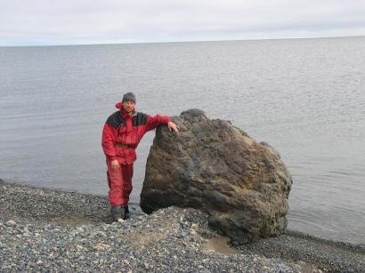 Юго-восток полуострова Кигилях. Валун