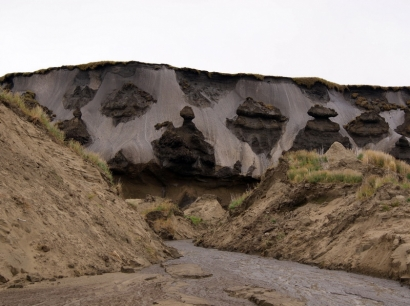 Урочище Буор-Хайа. Ледяные обрывы (повторно-жильный лед)(2)