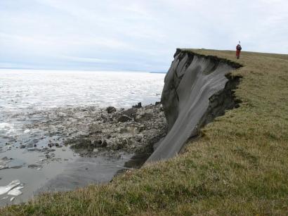 Ледяные обрывы на северном побережье перешейка полуострова Кигилях