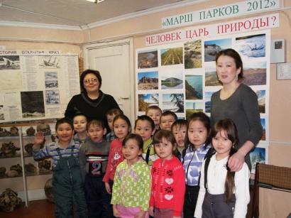 Первые посетители фотовыставки